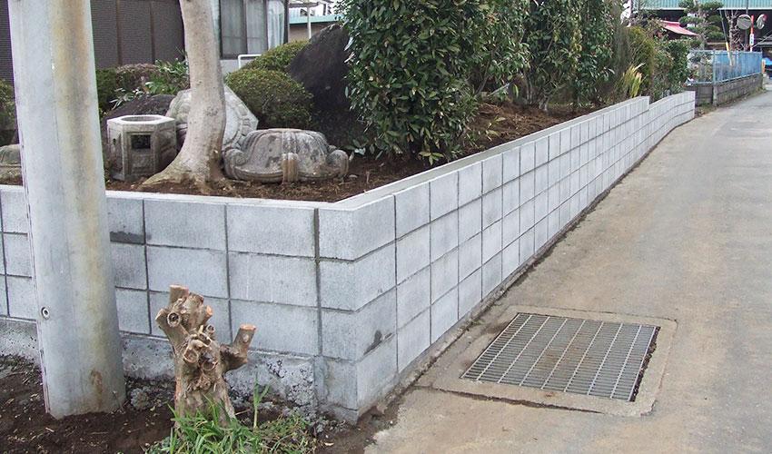 施工後 塀を解体し、有筋のコンクリートブロックで造りました