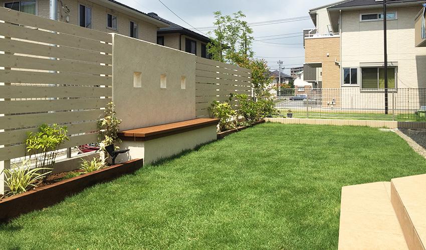 新築ガーデンの庭